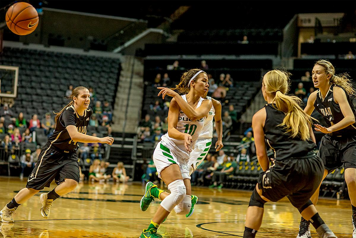 The Duck's Lexi Bando (#10) tosses the ball aside to a teammate. The UO Ducks Women's basketball team took the win against Idaho on Tuesday at Matthew Knight Arena, 73-70, in a game that saw the Ducks force a miss at the buzzer. Maite Cazorla (#5) achieved a double-double with 14 points and 10 assists. Lexi Bando (#10) added 17 points, and made 5 out of 6 three pointers. The Ducks are now 10-2 this season. Photos by August Frank, Oregon News Lab