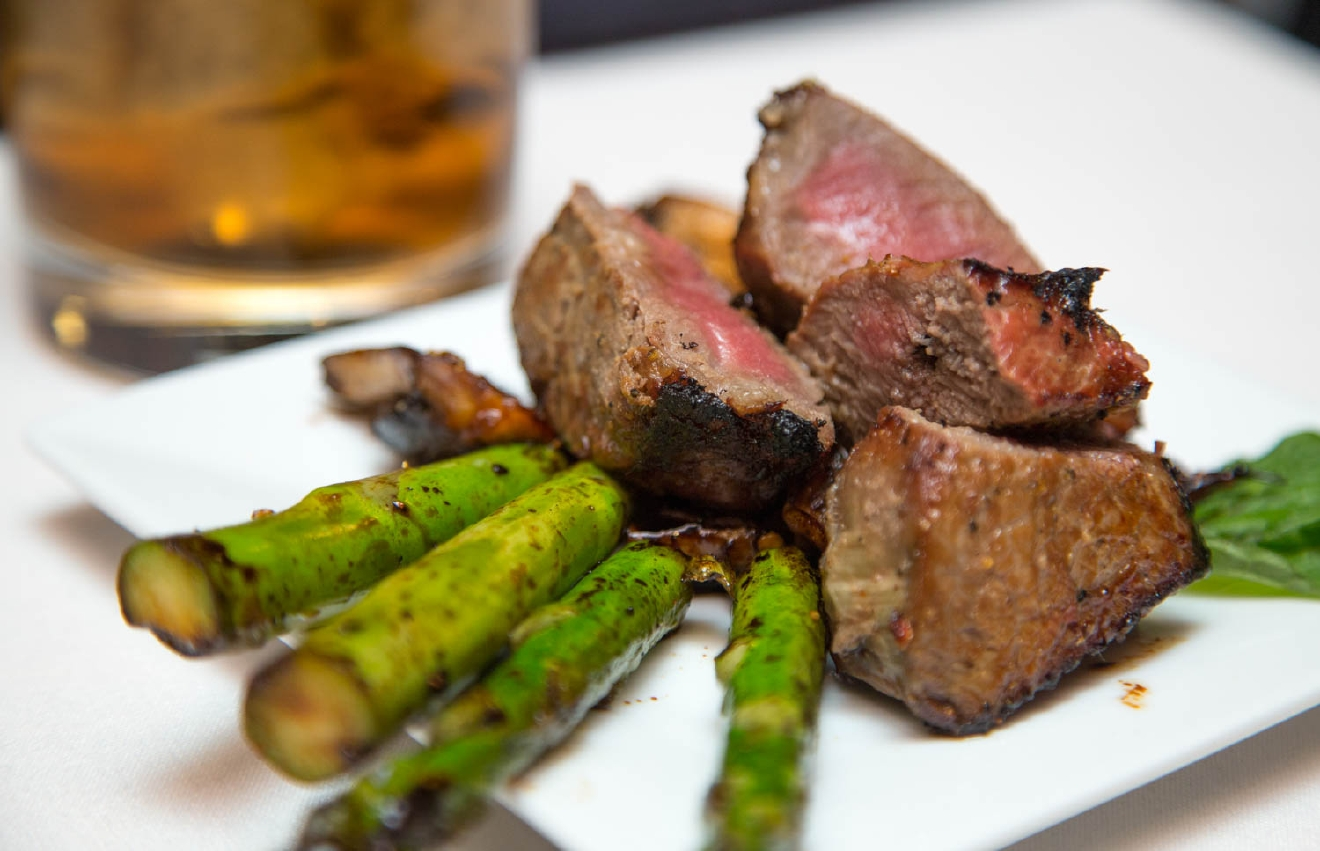 Ribeye bites with asparagus  / Image: Catherine Viox / Published: 11.4.16
