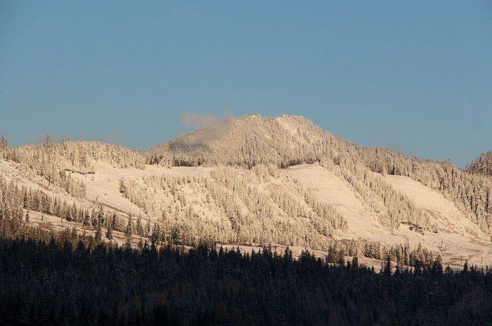 Fresh snow on the slopes at Snoqualmie Summit ski resort on Nov. 4, 2013. (Photo: Snoqualmie Summit Ski)