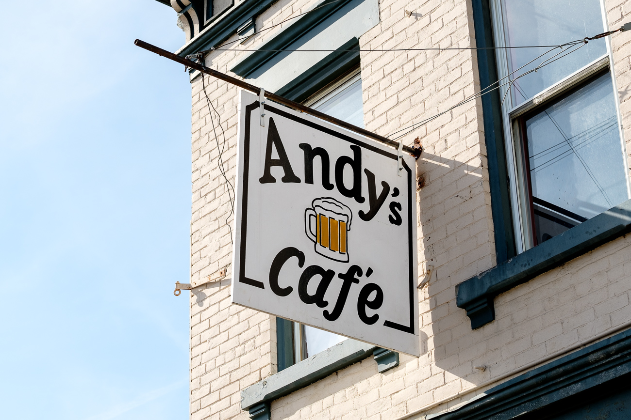 SIGN: Andy's Cafe / ADDRESS: 7201 Vine St, Cincinnati, OH 45216 // Image: Daniel Smyth // Published: 2.18.17