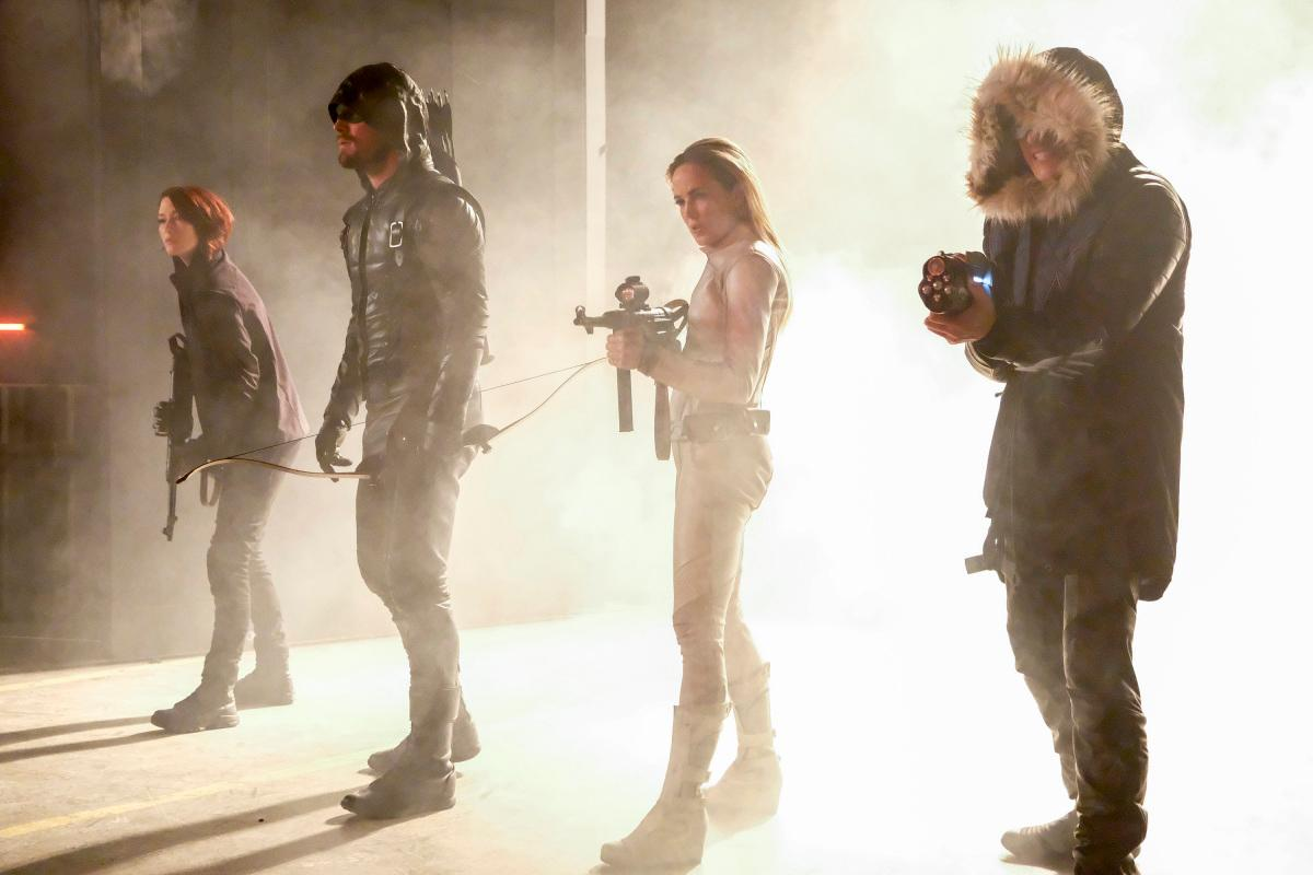 "The Flash -- ""Crisis on Earth -- X, Part 3 -- Image Number: FLA408b_0014b.jpg -- Pictured (L-R): Chyler Leigh as Alex Danvers, Stephen Amell as Oliver Queen/Green Arrow, Caity Lotz as Sara Lance/White Canary and Wentworth Miller as Leo -- X/Citizen Cold -- Photo: Bettina Strauss/The CW -- �© 2017 The CW Network, LLC. All rights reserved."
