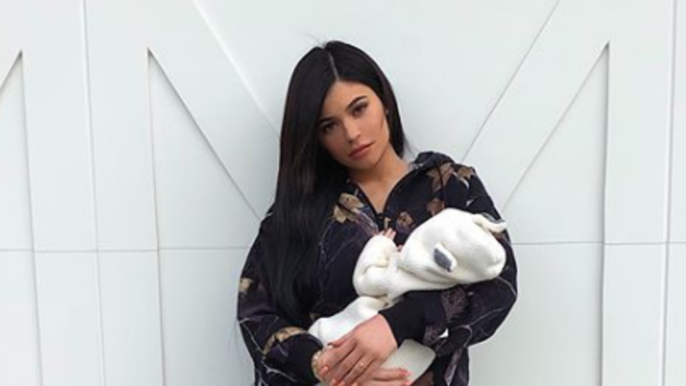 Kylie Jenner posts first picture with her newborn daughter