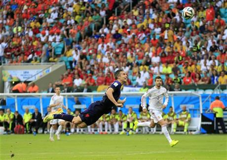 Netherlands' Robin van Persie scores a goal during the group B World Cup soccer match between Spain and the Netherlands at the Arena Ponte Nova in Salvador, Brazil, Friday, June 13, 2014.