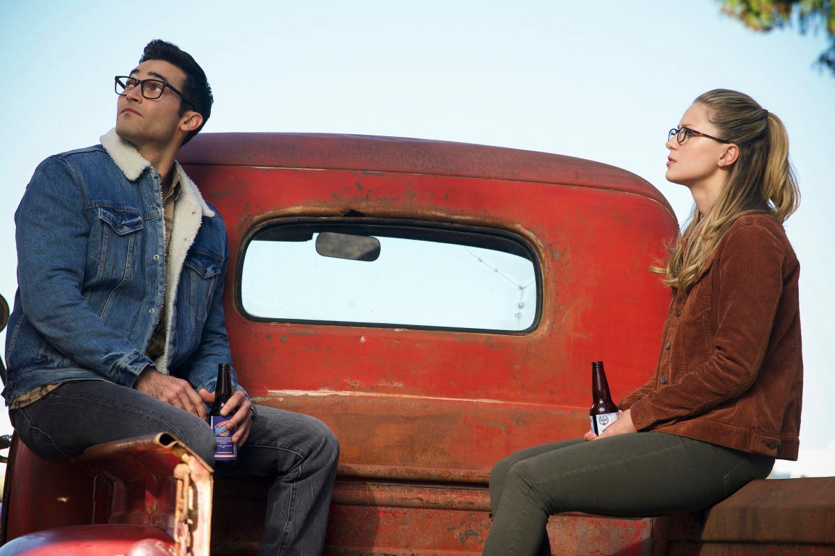 "The Flash -- ""Elseworlds, Part 1"" -- Image Number: FLA509a_0399b2.jpg -- Pictured (L-R): Tyler Hoechlin as Clark Kent and Melissa Benoist as Kara/Supergirl -- Photo: Shane Harvey/The CW -- �© 2018 The CW Network, LLC. All rights reserved"