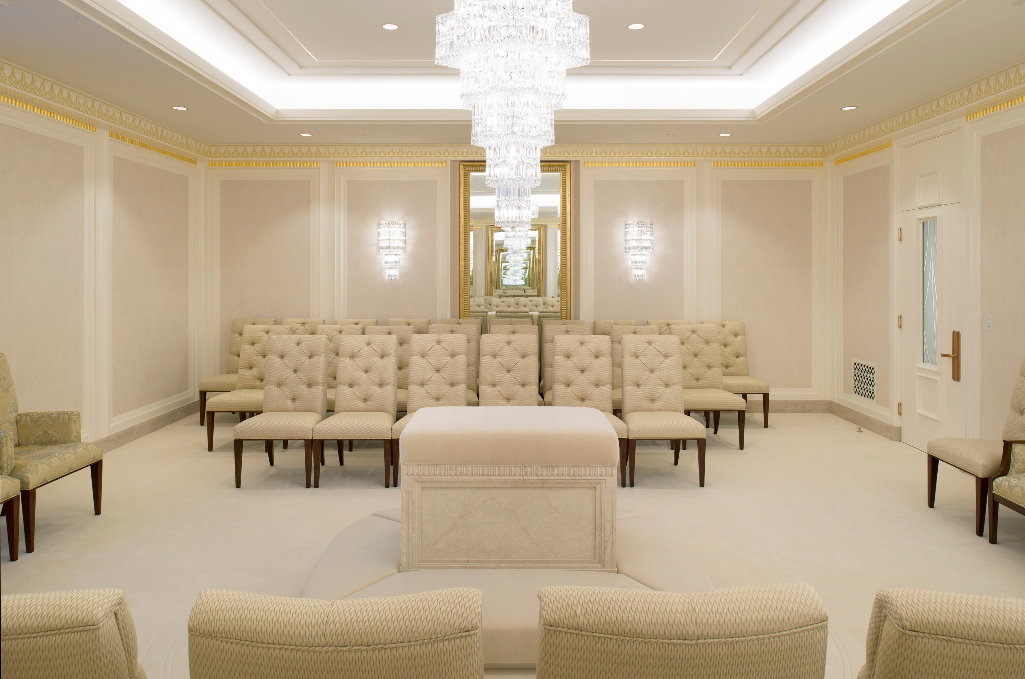 A sealing room in the Jordan River Utah Temple.{ }©2018 BY INTELLECTUAL RESERVE, INC. ALL RIGHTS RESERVED.