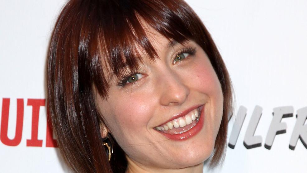 Ex Smallville Actress Allison Mack Arrested In Sex Trafficking In Guru To Stars Case