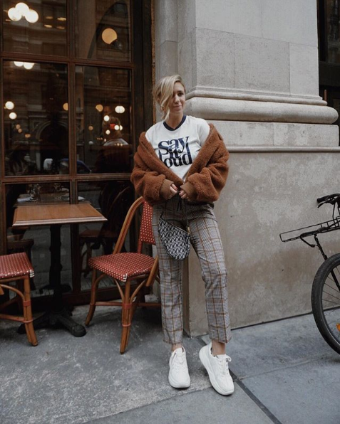 Retro fashion is here to stay, but the chunky shoe and statement tee keep this look updated. (Image via @thefashionablybroke)