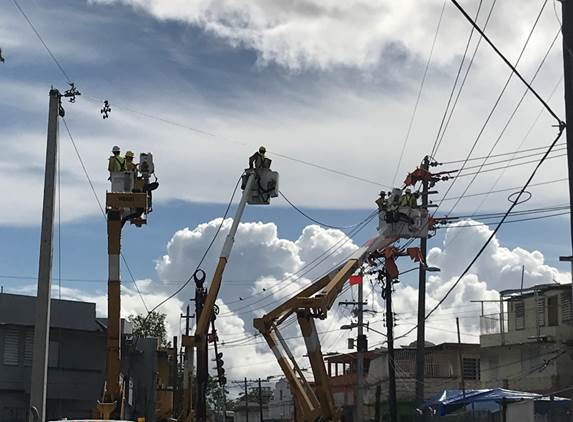 We Energies and WPS crews working in bucket trucks in San Juan, Puerto Rico. (Photo courtesy of Wisconsin Public Service)