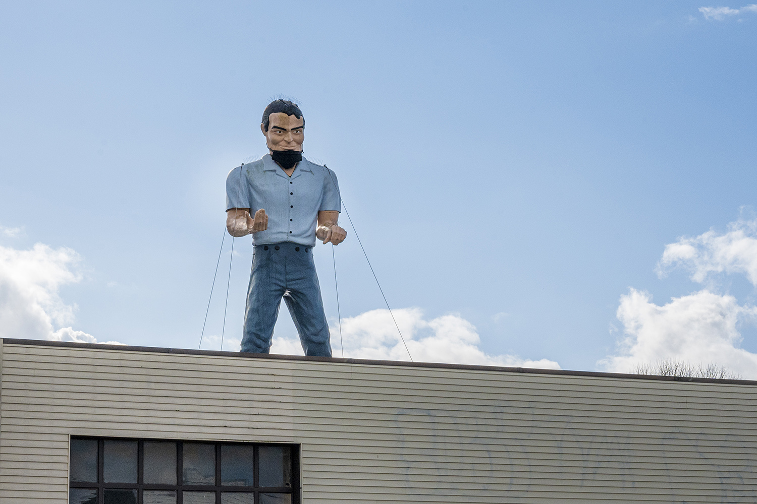 The Stevedoring Muffler Man is one of four in Washington, though the remaining structures are either privately owned or only make special appearances during annual events. (Rachael Jones / Seattle Refined)