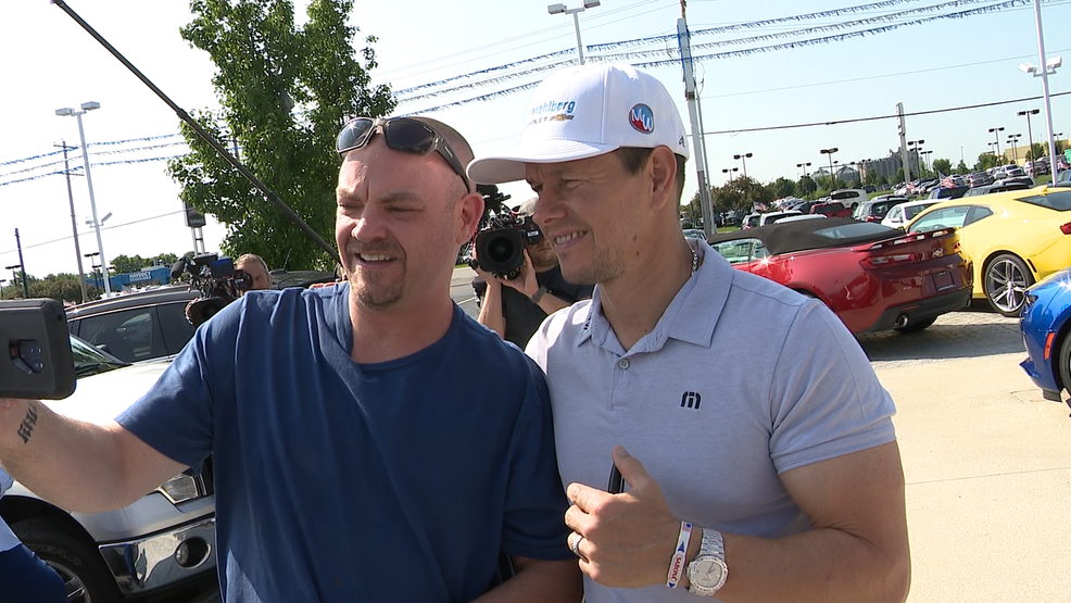 Chevrolet Dealers Columbus Ohio >> Mark Wahlberg Visits His New Columbus Car Dealership Talks Business