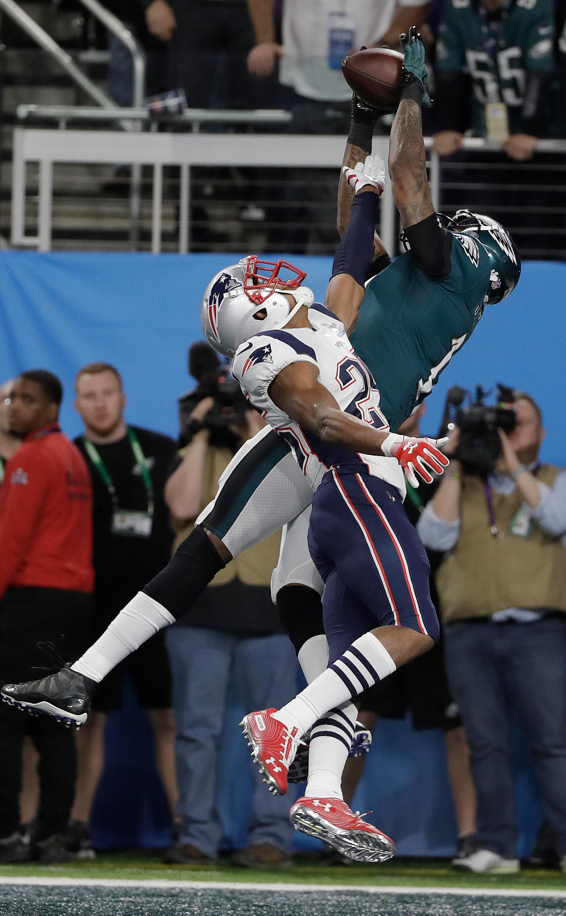 Philadelphia Eagles' Alshon Jeffery, right, catches a touchdown pass over New England Patriots' Eric Rowe during the first half of the NFL Super Bowl 52 football game Sunday, Feb. 4, 2018, in Minneapolis. (AP Photo/Matt Slocum)