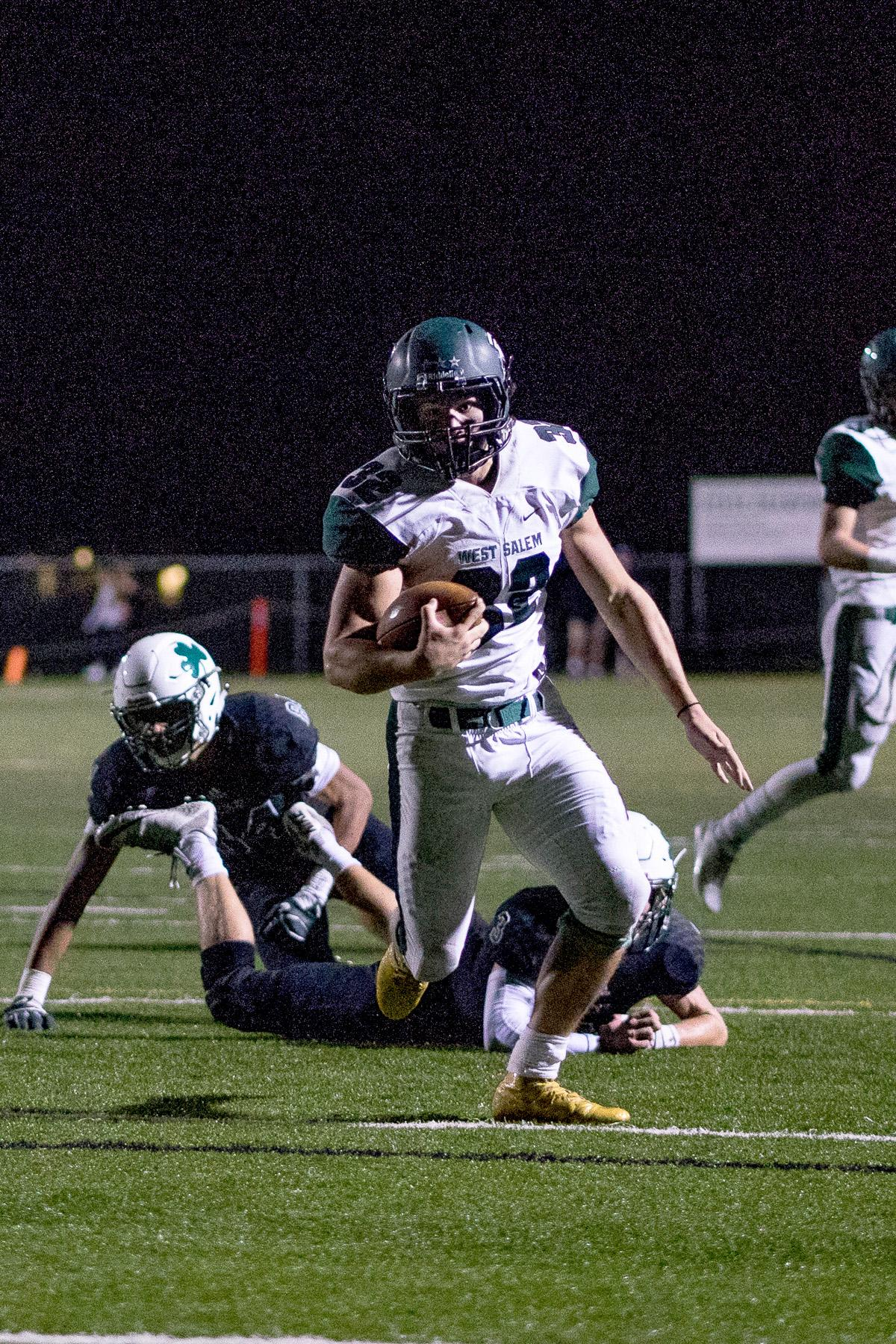West Salem Titan Ryan Baxter (#32) runs the ball. On a rainy Monday evening, Sheldon defeated West Salem at home 41 – 7. The game had been postponed until Monday, September 18, due to unhealthy levels of smoke in the air caused by nearby forest fires. Photo by Kit MacAvoy, Oregon News Lab