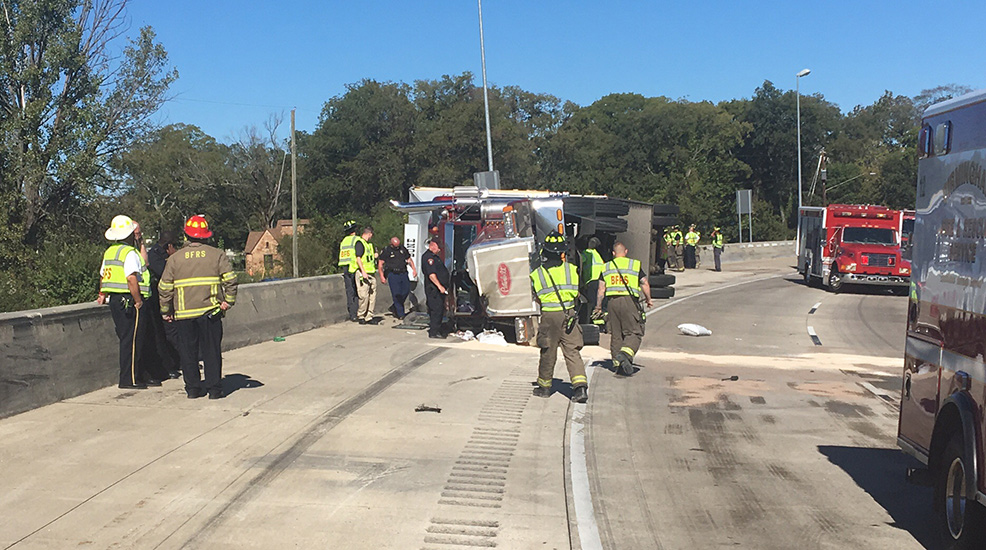 Overturned 18-wheeler blocking I-20 West at I-59 South (abc3340.com)