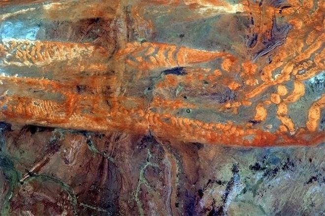 The effortless natural art of the southern Sahara.  (Photo & Caption: Col. Chris Hadfield, NASA)