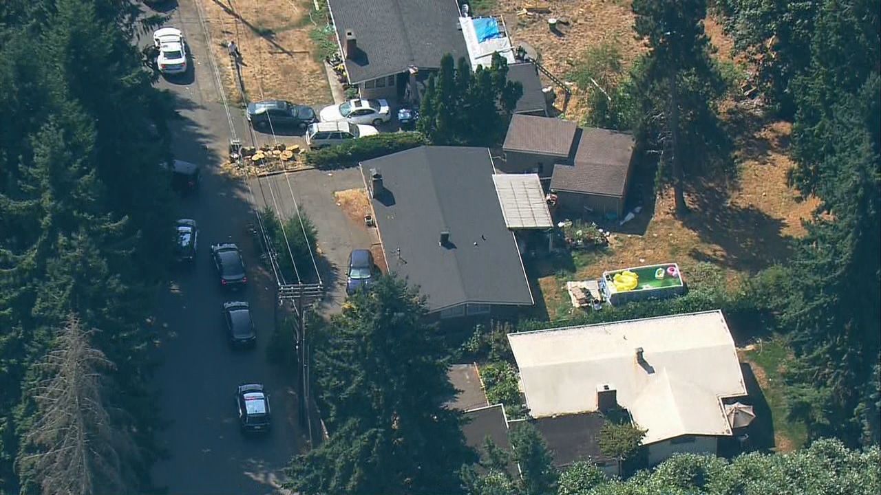 King County Sheriff's deputies respond to a shooting in SeaTac (Photo: KOMO News/Air 4)
