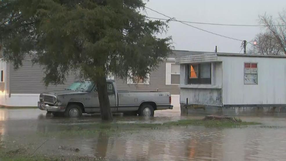 Sunday's rain leaves a mobile home park flooded in way ... on rain san francisco, rain south carolina, rain los angeles,