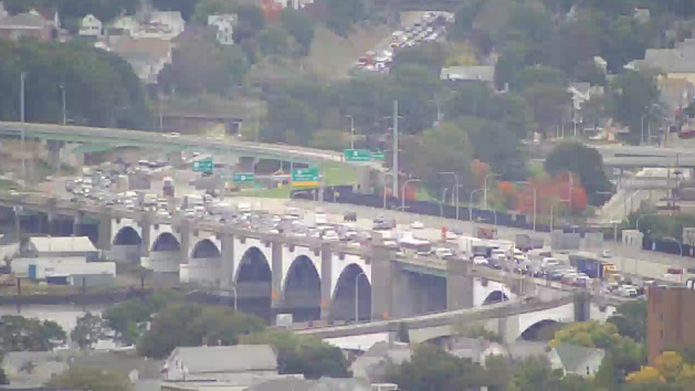 Accident on 195 causes backups | WJAR on