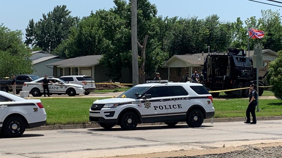 Murder suspect captured as Tulsa police fire shots