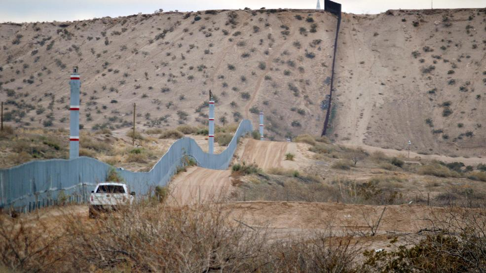 Illegal immigration US Border fence.jpg