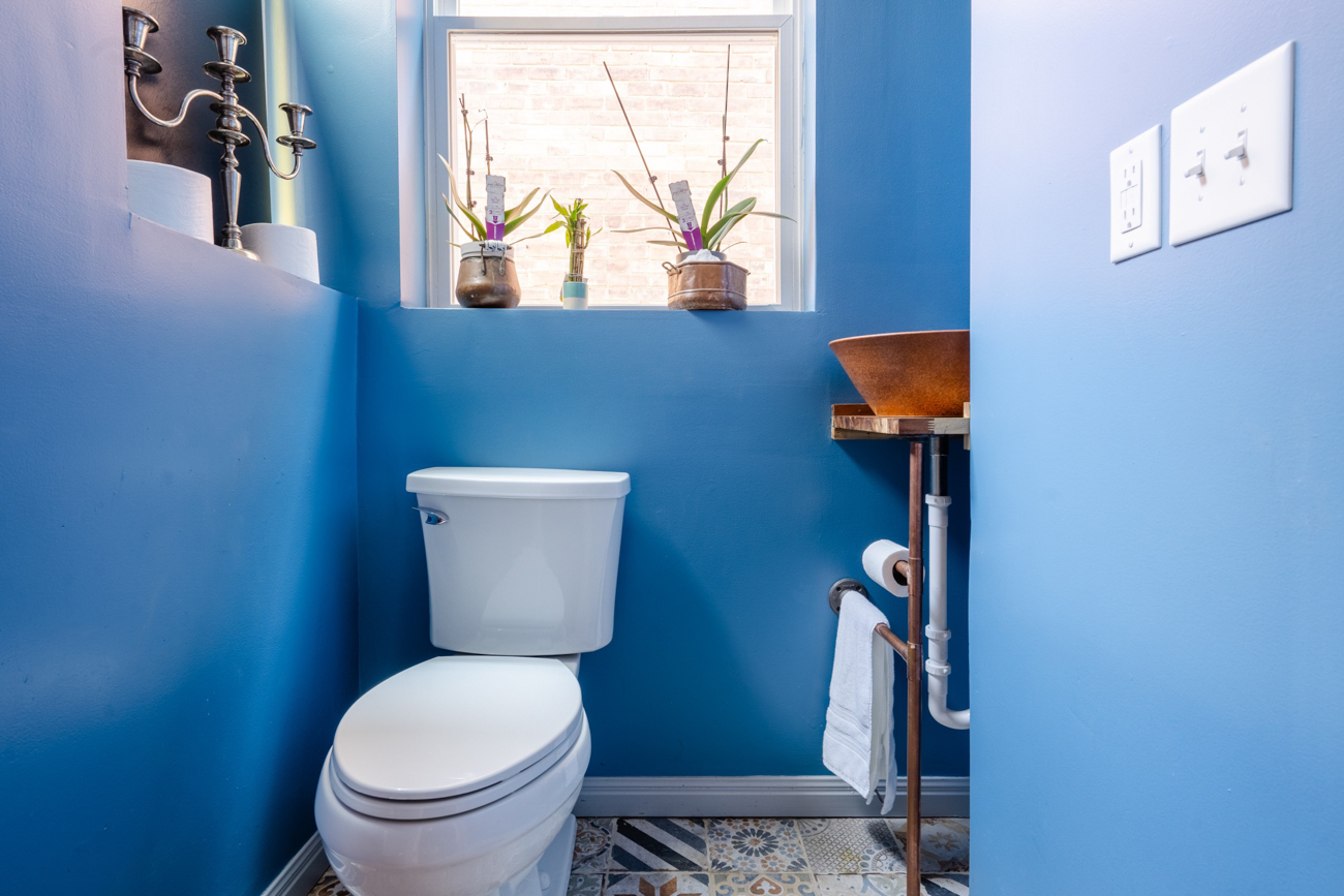 A half bathroom / Image courtesy of Tom Sinclair // Published: 1.16.20
