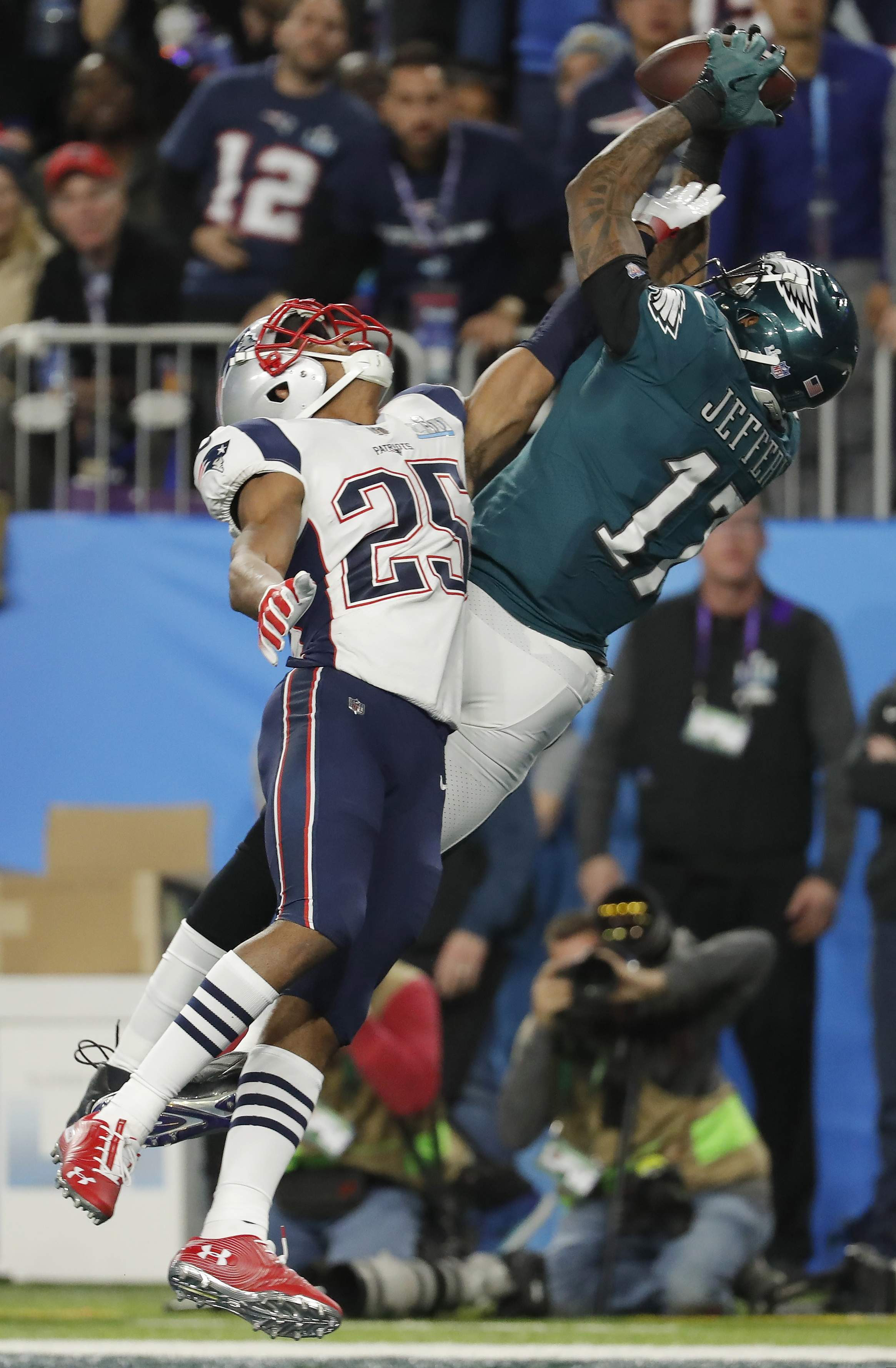 Philadelphia Eagles wide receiver Alshon Jeffery (17), makes a touchdown catch against New England Patriots cornerback Eric Rowe (25), during the first half of the NFL Super Bowl 52 football game, Sunday, Feb. 4, 2018, in Minneapolis. (AP Photo/Charlie Neibergall)