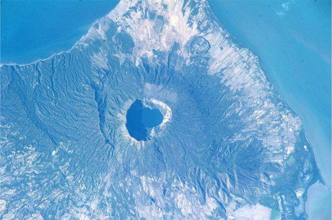 Cosiguina volcano in Nicaragua. Looks like an interesting place to visit. (Photo & Caption: Mike Hopkins, NASA)
