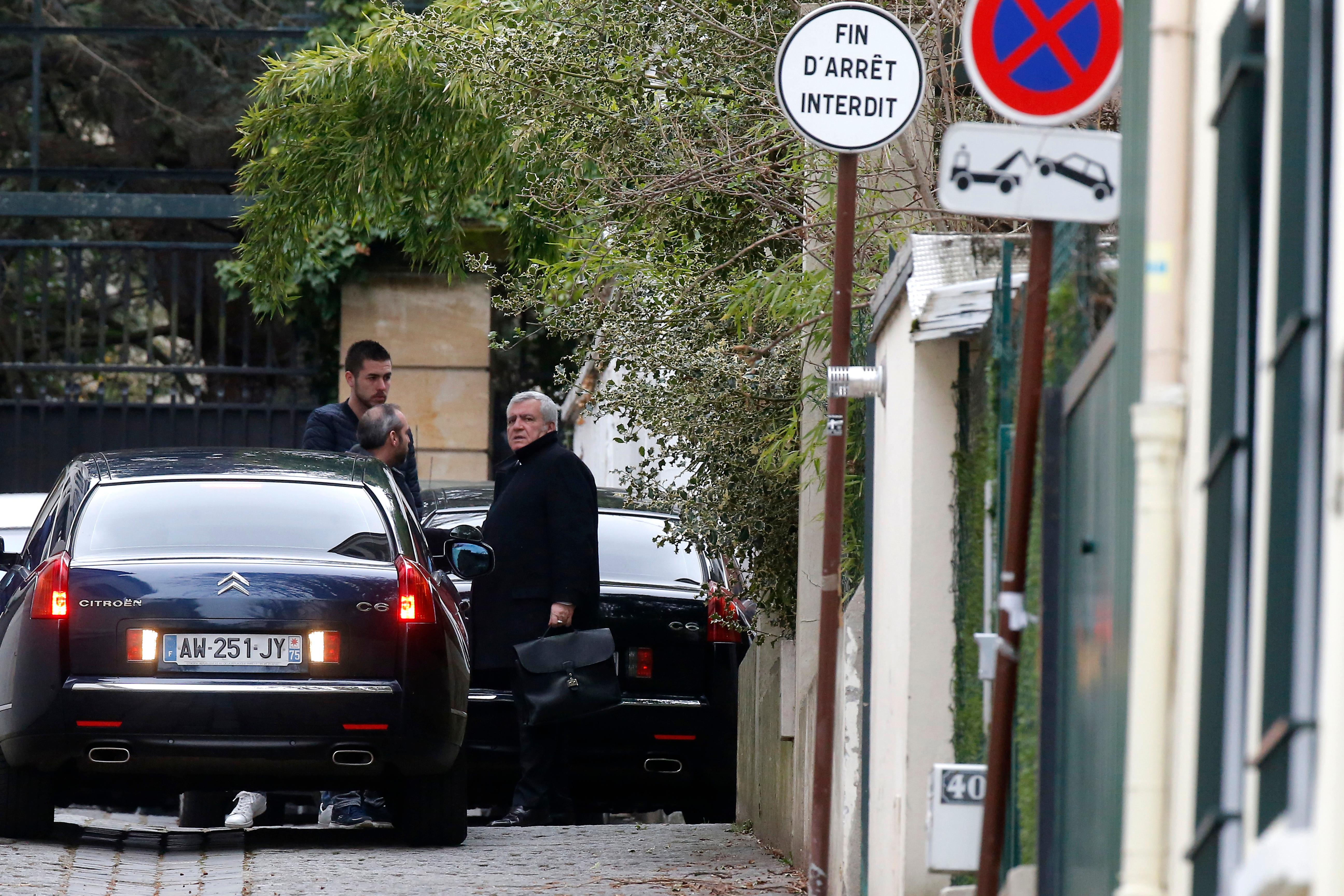 Sarkozy decries 39 mad allegations 39 that he accepted for Garage citroen nation