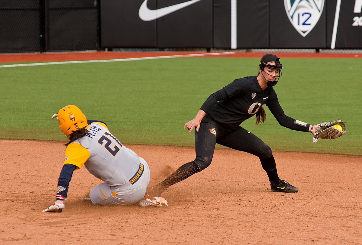 Cal Golden Bears Kobie Pettis (#21) is caught out at second by Oregon Ducks second base player Nikki Udria (#3). The Ducks defeated Cal 2-1 in the second game of the three-game series Saturday. Photo by Dan Morrison, Oregon News Lab