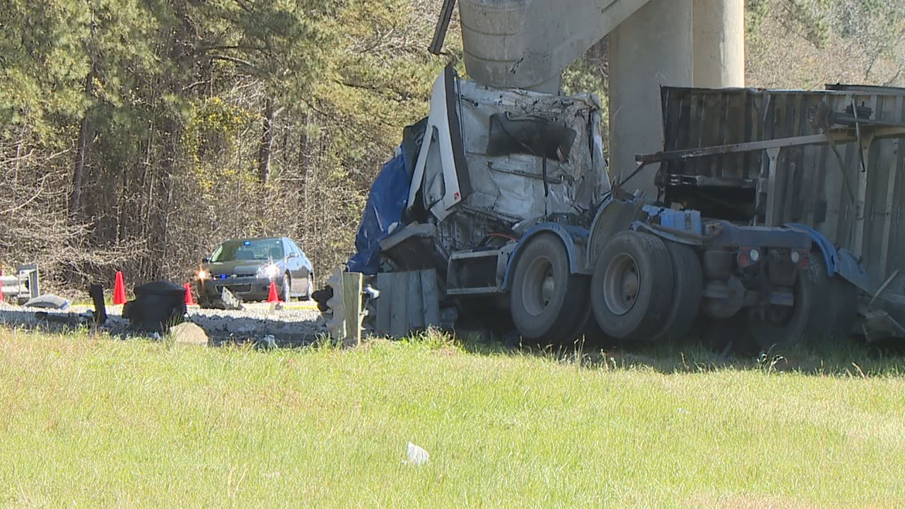 Driver killed, overpass damaged in wreck on I-26 near mile-marker 153 in Orangeburg County, March 9 (WOLO)