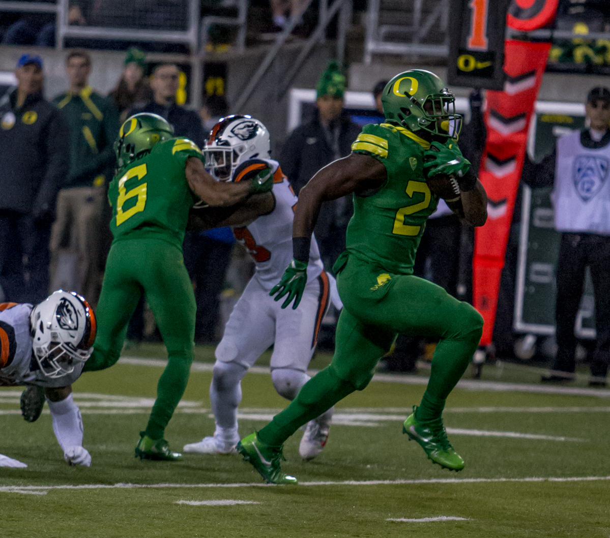 Oregon running back Royce Freeman (#21) runs the ball for a touchdown. The Oregon Ducks lead the Oregon State Beavers 52 to 7 at the end of the first half of the 121st Civil War game on Saturday, November 25, 2017 at Autzen Stadium in Eugene, Ore. Photo by Ben Lonergan, Oregon News Lab
