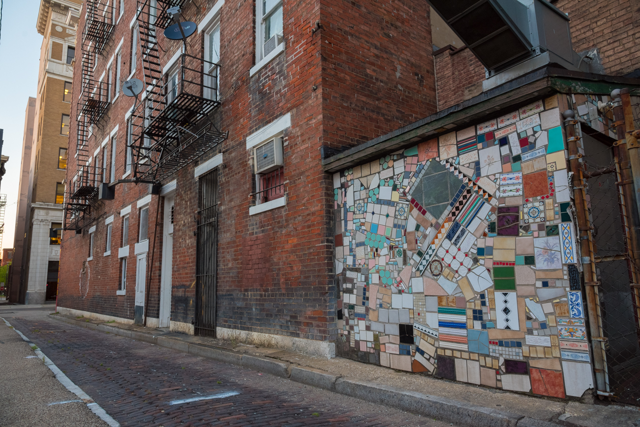 NAME: Doerr Alley / CONNECTS: 7th Street to 12th Street / NEIGHBORHOOD: Downtown & OTR / Image: Phil Armstrong, Cincinnati Refined