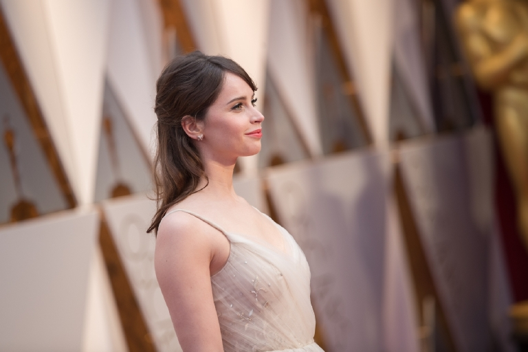 Oscar® Presentor, Felicity Jones, arrives on the red carpet of The 89th Oscars® at the Dolby® Theatre in Hollywood, CA on Sunday, February 26, 2017. (Michael Yada / ©A.M.P.A.S.)