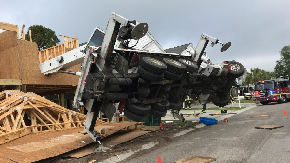 Construction Crane Collapses In North Myrtle Beach Wpde
