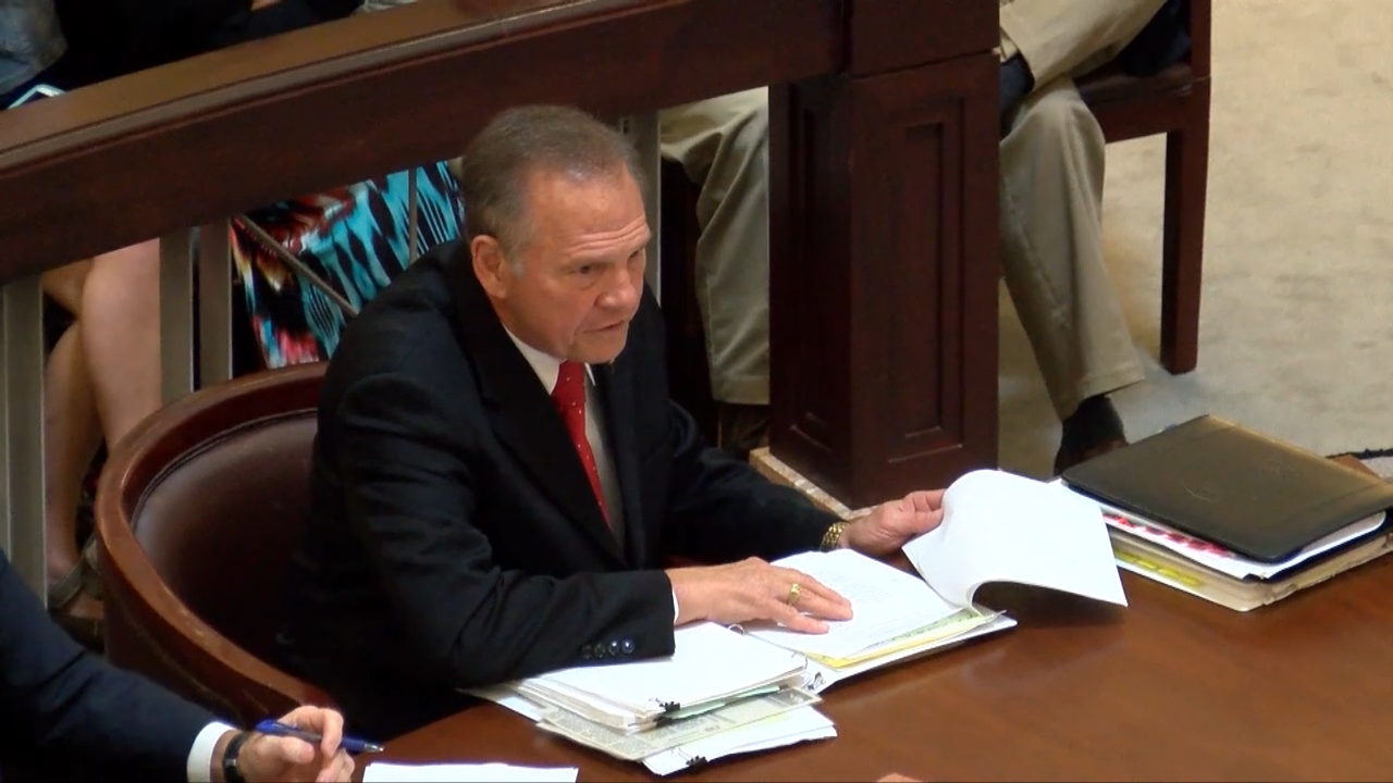 The acting head of the Alabama Supreme Court has asked suspended Chief Justice Roy Moore to remove his personal items from the state courthouse and turn in his building keys.