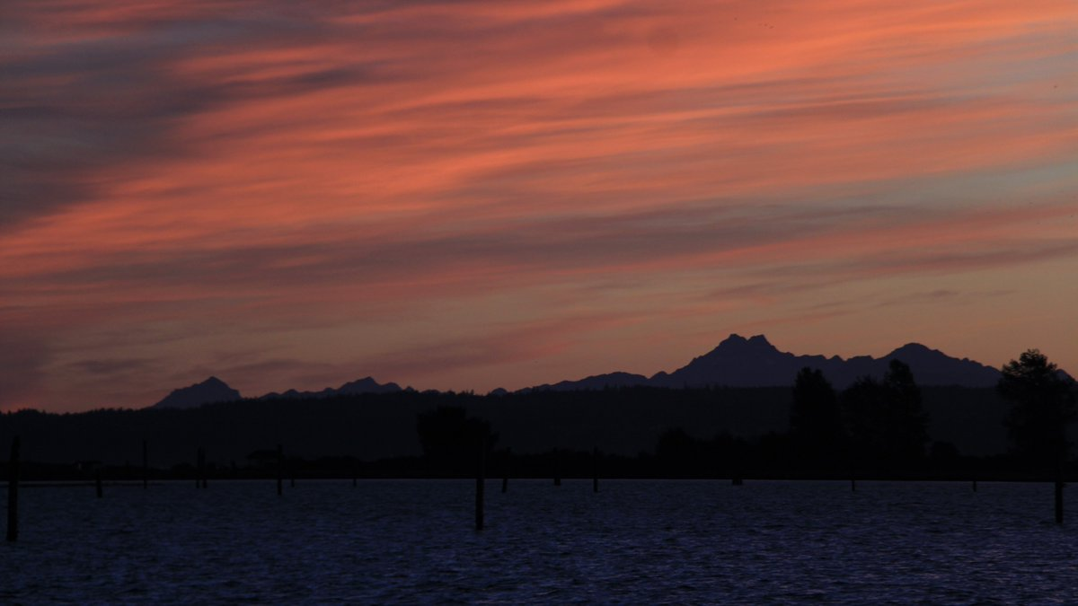 Sunset in Everett, Wash. (Photo: Bluestreak_16/Twitter)