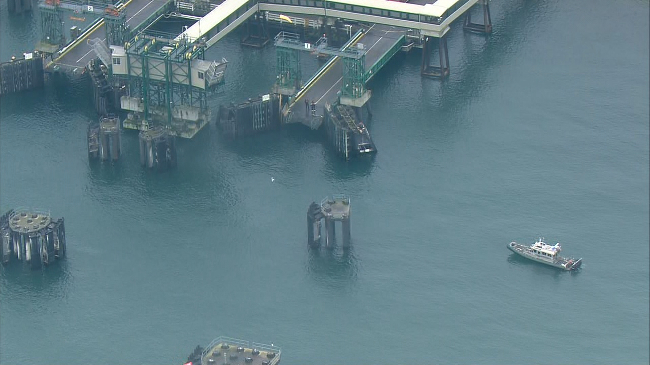 Crews search for an SUV that crashed into the waters off the Anacortes Ferry Dock (Photo: KOMO News/Air 4)