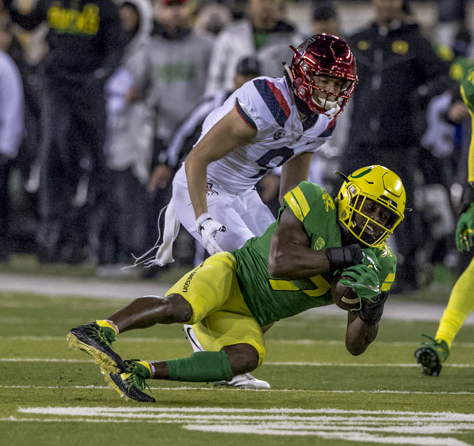 Oregon safety Ugochukwu Amadi (#7) intercepts a pass at the end of the second quarter. The Oregon Ducks lead the Arizona Wildcats 28 to 21 at the end of the first half at Autzen Stadium on Saturday, November 18, 2017. Photo by Ben Lonergan, Oregon News Lab