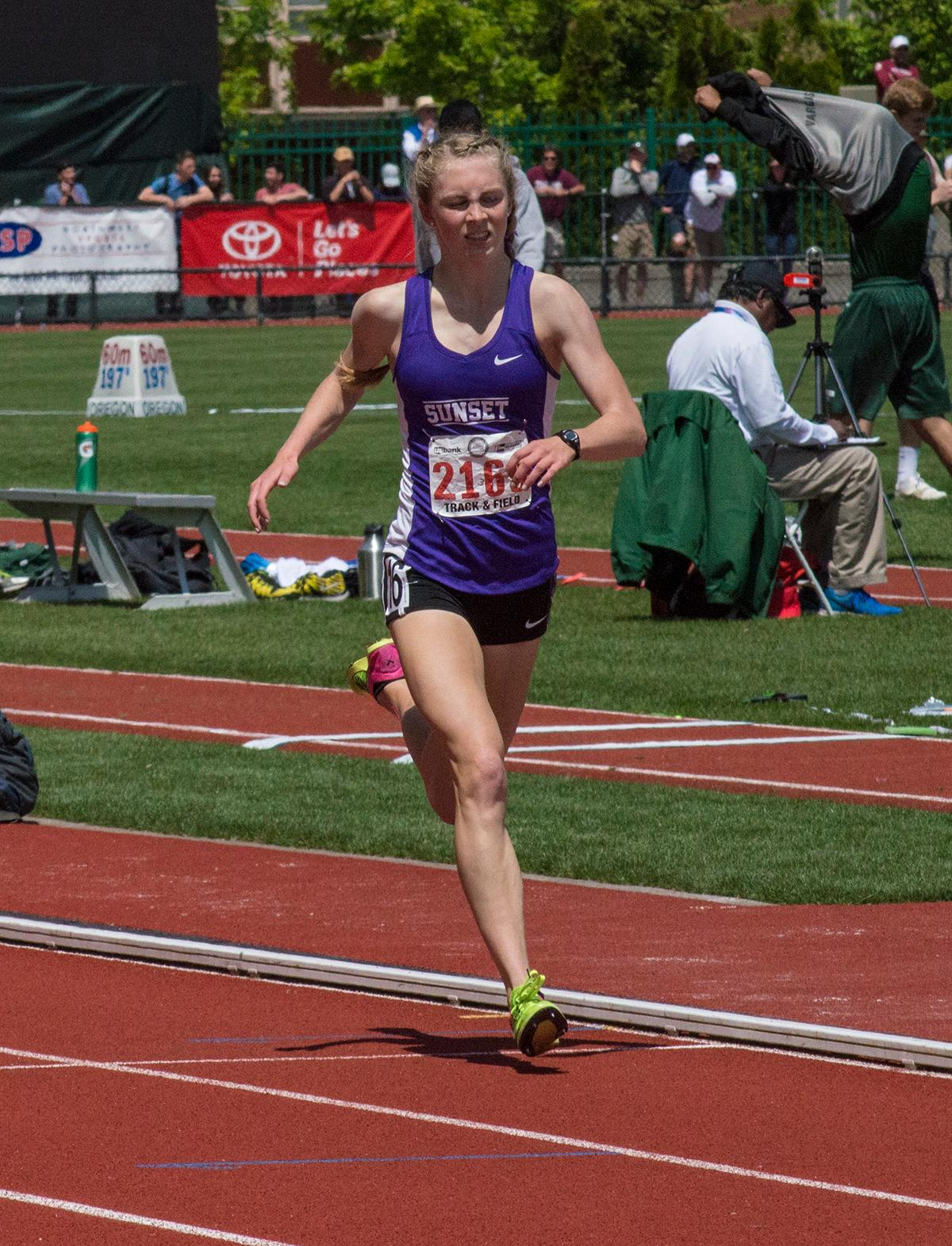 Kelly Makin of Sunset High School wins the 6A Girls 1500 Meter race with a time of 4:33.47 at the OSAA Track and Field Championships at Hayward Field. Photo by Emily Gonzalez, Oregon News Lab.