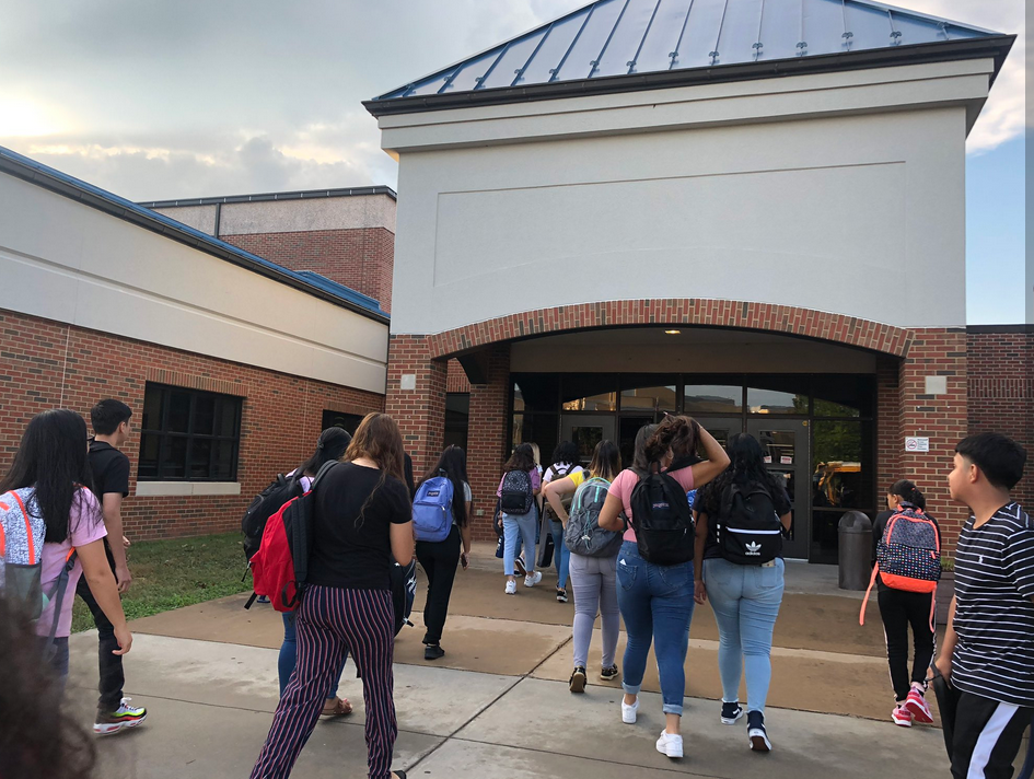 Students return for first day of school in Mansassas.  Monday, Aug. 19, 2019. (Kristen Powers/ABC7){&nbsp;}{&nbsp;}<p></p>