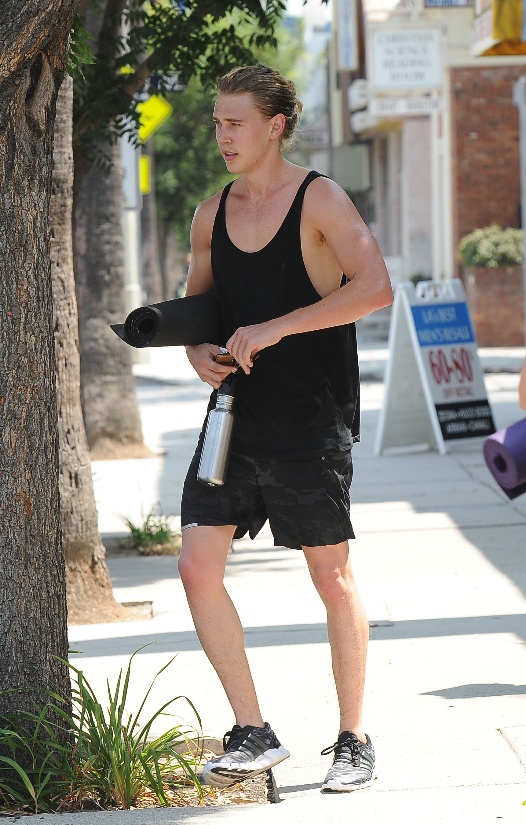 Austin Butler finishes a yoga class at his girlfriends, Vanessa Hudgens', gym                                    Featuring: Austin Butler                  Where: Los Angeles, California, United States                  When: 19 Aug 2015                  Credit: WENN.com