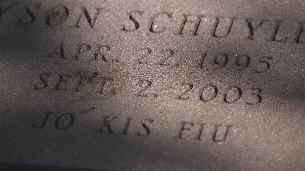 <p>A Hungarian phrase is etched on the headstone of Greyson Schuyler. The translation is good little boy. (WSYX/WTTE)</p>