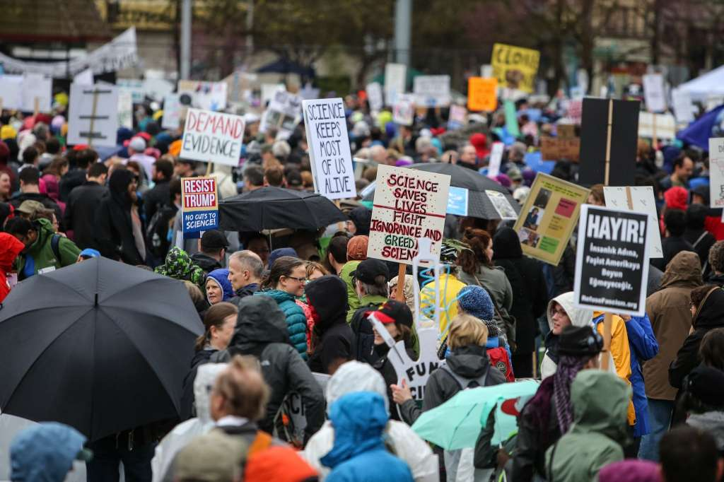 Thousands rallied in Seattle to support scientific endeavor, Saturday, April 22, 2017. Photo: SEATTLEPI.COM