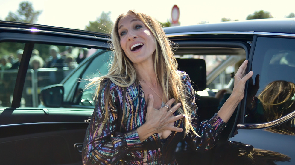 Sarah jessica parker ambushed by animal rights activists in her new sarah jessica parker unveils her dedicated beach closet as representation of her deauville talent award during the 44th deauville american film festival in fandeluxe Images