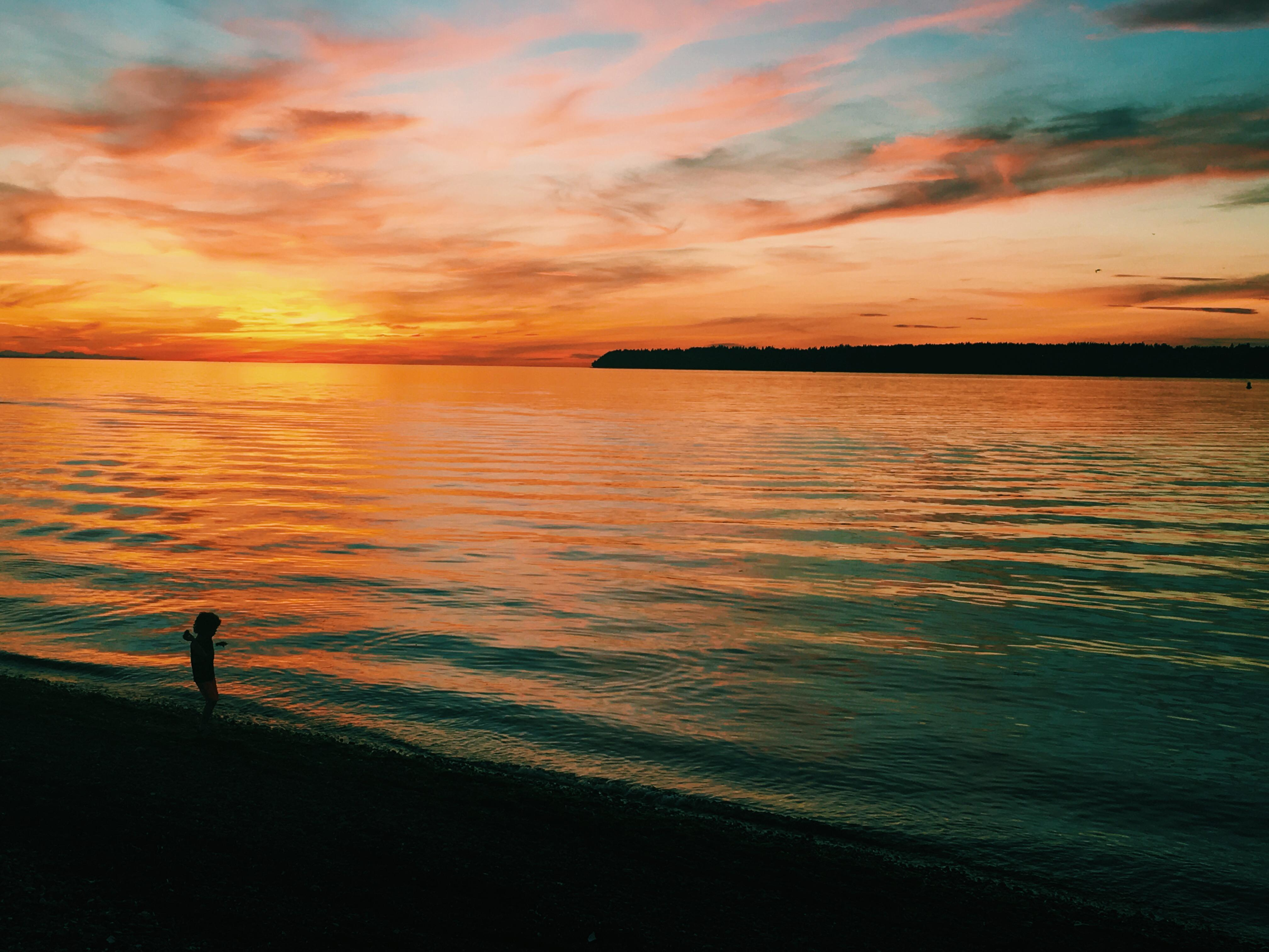 When the day comes to an end, one of Semiahmoo's most magical experiences begins. Take a stroll along the beach, or watch from the comfort of your room, as the most brilliant sunsets light up the sky. <p></p>