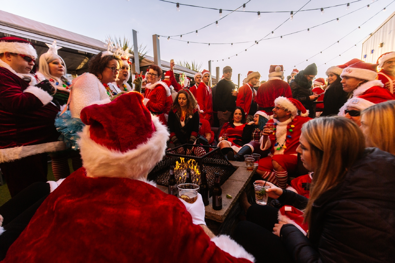 Thousands of Santas flooded the streets of Seattle for the annual Seattle Santa Con. Hundreds of people packed bars including Kells Irish Pub, Hard Rock Cafe, Pike Brewing and more for the holiday themed bar crawl. December 17th 2016. (Image: Joshua Lewis / Seattle Refined)