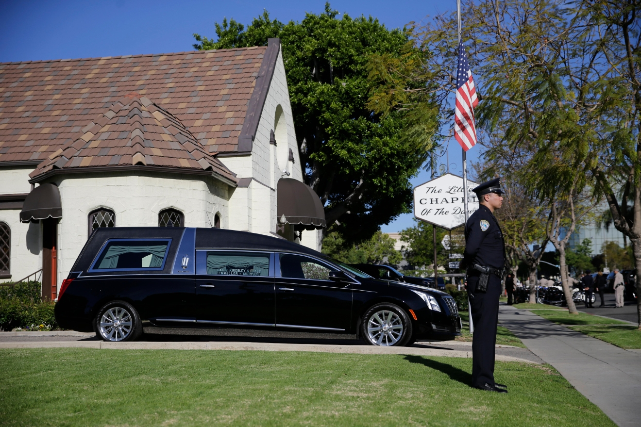 A police officer stands guard outside a mortuary where a small ceremony for former first lady Nancy Reagan will take place, Wednesday, March 9, 2016 in Santa Monica, Calif. (AP Photo/Jae C. Hong)