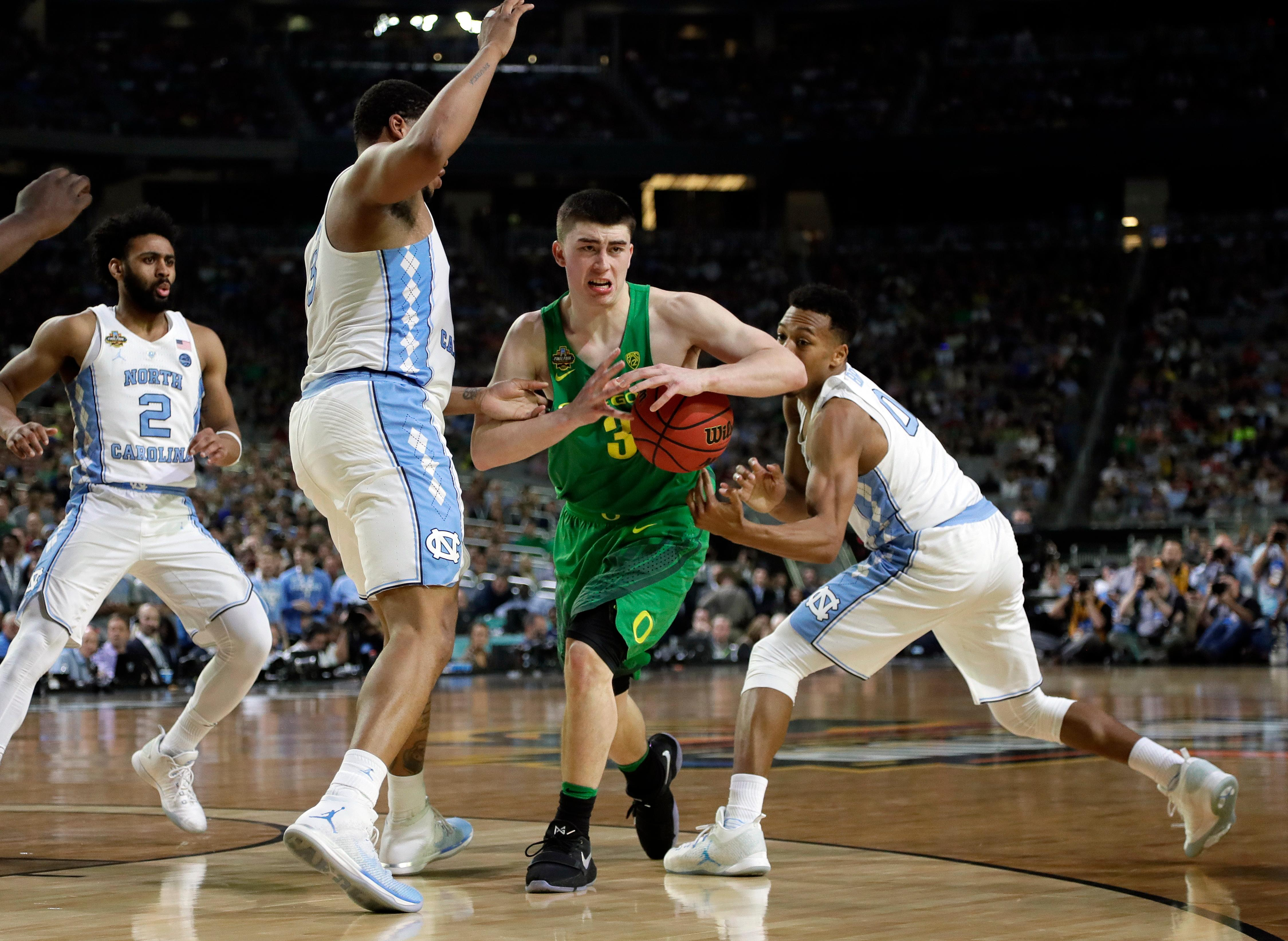 Oregon's Payton Pritchard (3) drives between North Carolina's Kennedy Meeks, left, and Nate Britt during the second half in the semifinals of the Final Four NCAA college basketball tournament, Saturday, April 1, 2017, in Glendale, Ariz. (AP Photo/Mark Humphrey)