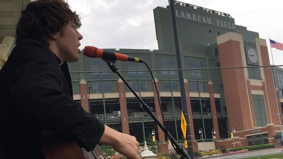 Barns Courtney Visited the FOX 11 Field House on August 10, 2017 (WLUK)
